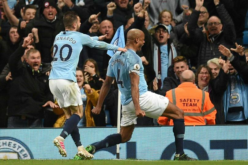 Vincent Kompany metió el gol que le dio la victoria al Manchester City sobre Leicester