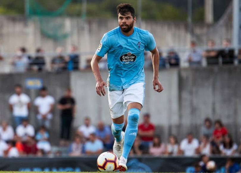 Néstor Araujo en un partido con Celta