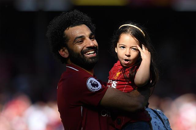Mohamed Salah y su hija, Makka, en Anfield