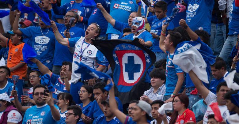 Aficionado que se manifestó contra Cruz Azul niega ser pagado