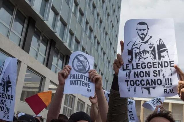 Tifosis de la Curva Sud protestaron por la salida de De Rossi