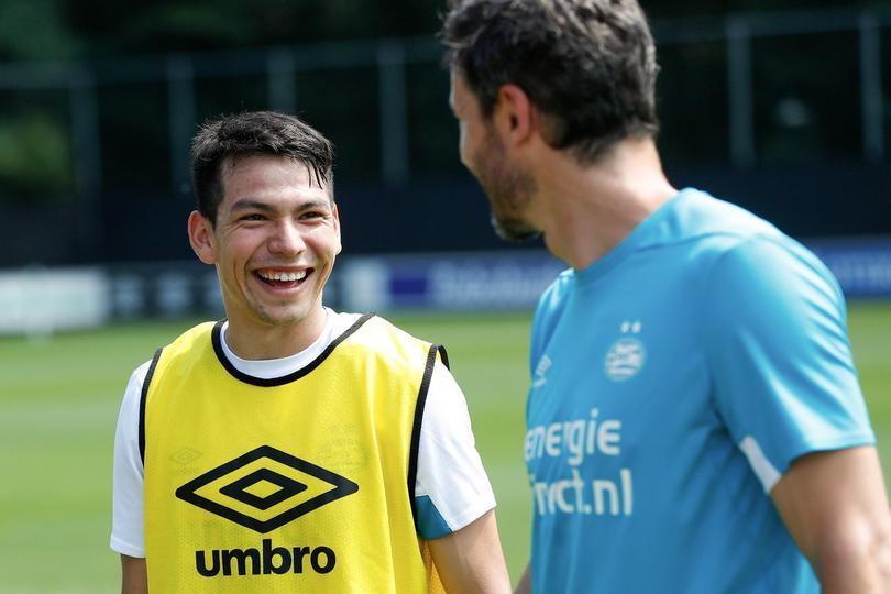 Técnico del PSV podría llegar a club que estaría interesado en Chucky Lozano