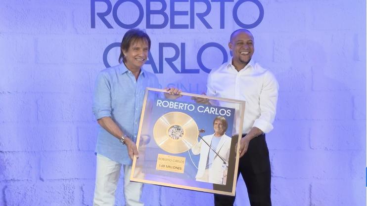 Roberto Carlos se encuentra con... ¡Roberto Carlos!