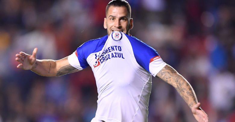 Édgar Méndez mantiene la intención de jugar en la Selección Mexicana