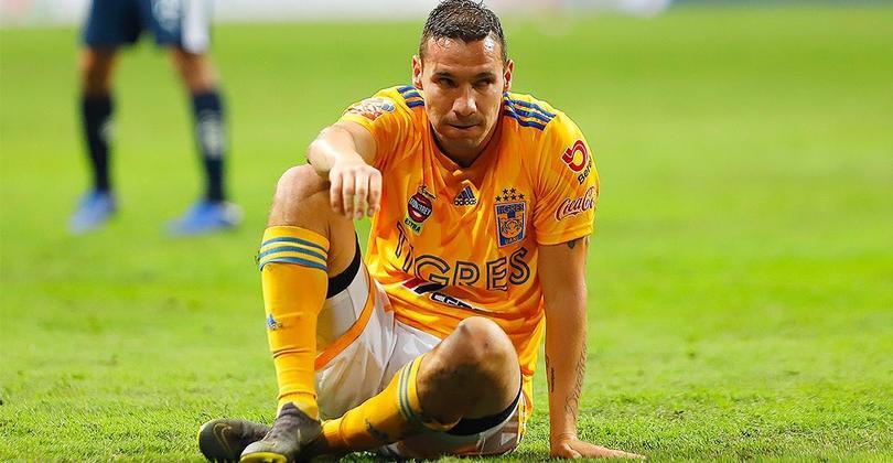 Jesús Dueñas sufrió un golpe en la cabeza contra Monterrey