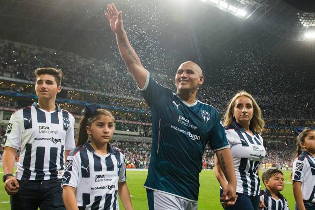 Humberto Suazo podría volver al futbol mexicano
