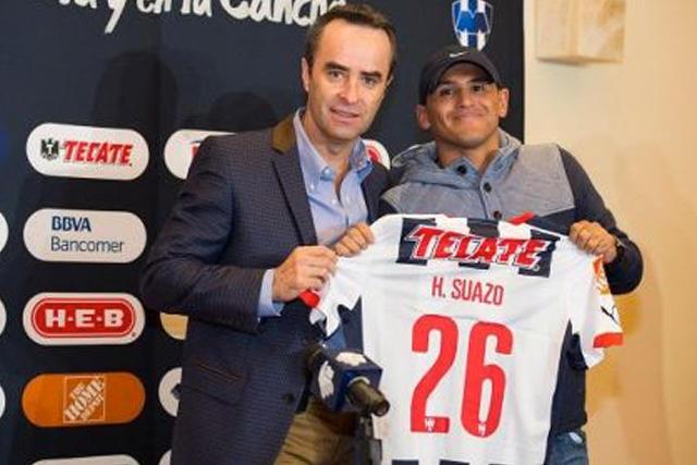 Luis Miguel Salvador con Humberto Suazo en su presentación con Monterrey