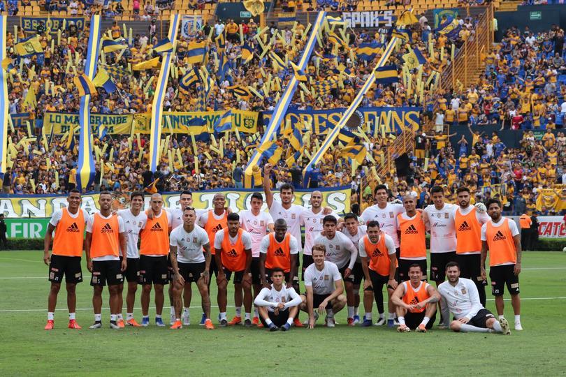Tigres y los incomparables en el entrenamiento previo a la final de vuelta