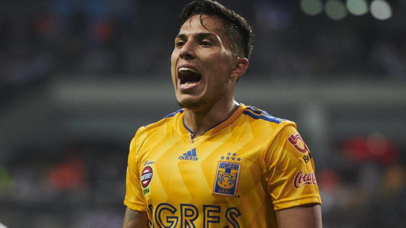 Carlos Salcedo podría perderse la Copa Oro por lesión