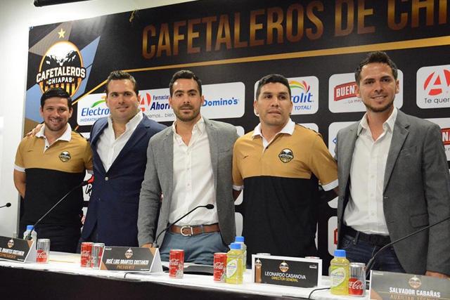 Gabriel Pereyra y Salvador Cabañas en la presentación del nuevo proyecto de Cafetaleros