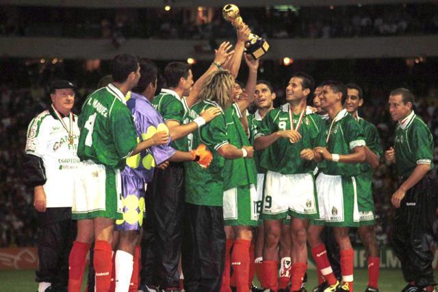 México celebra la Copa Confederaciones de 1999