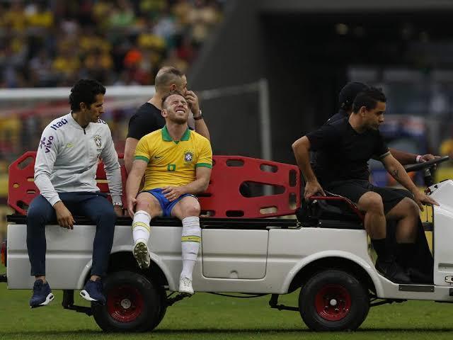 Arthur salió lesionado del juego contra Honduras