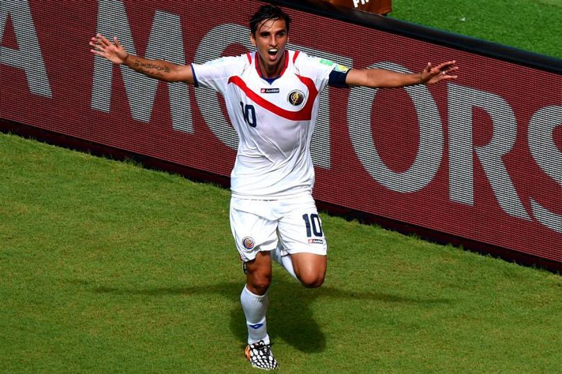 Ruiz celebra su histórico gol a Italia
