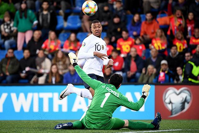 Mbappé logra récord que ni Messi o Cristiano pueden presumir