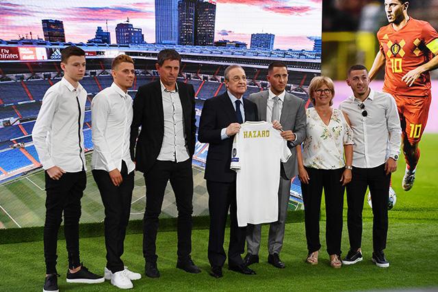 Eden Hazard y su familia en el Santiago Bernabéu