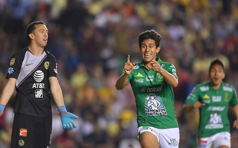 JJ Macías marcándole gol al León