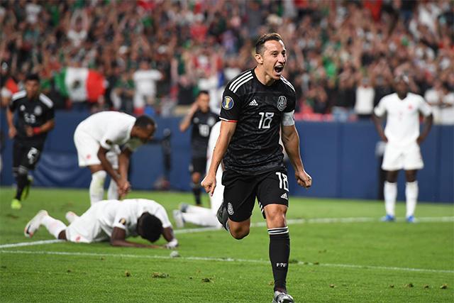 Andrés Guardado celebra su gol contra Canadá