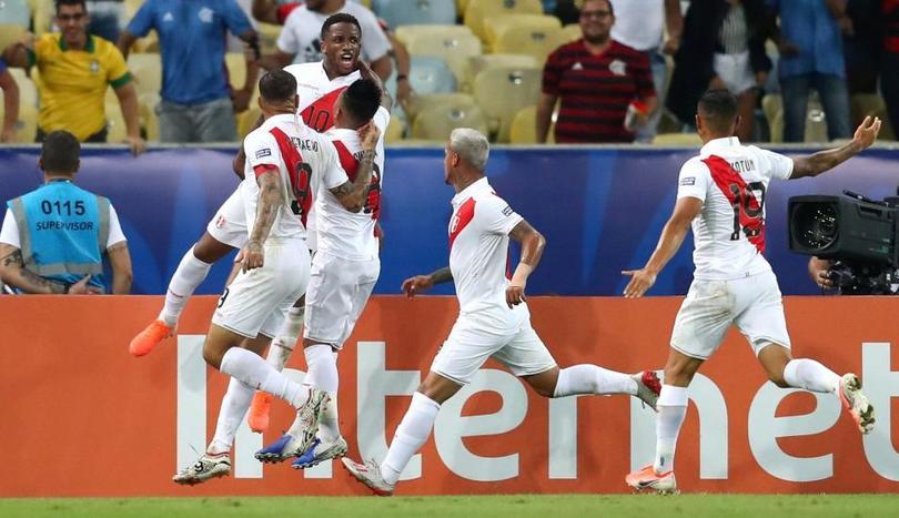 Farfán festeja su gol contra Bolivia en esta Copa América