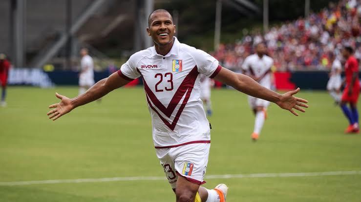 Salomón Rondón está en la mira de Cruz Azul