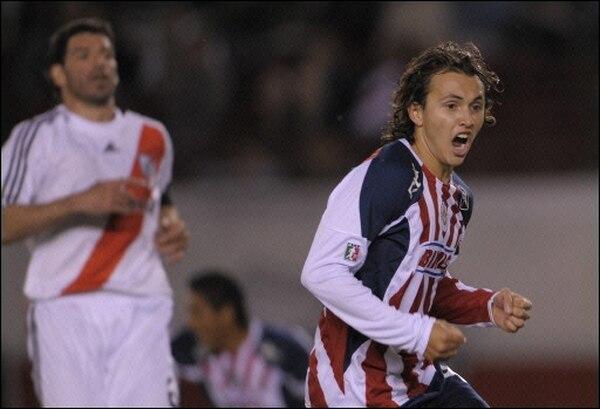 Omar Arellano festeja su gol en el mítico estadio Monumental