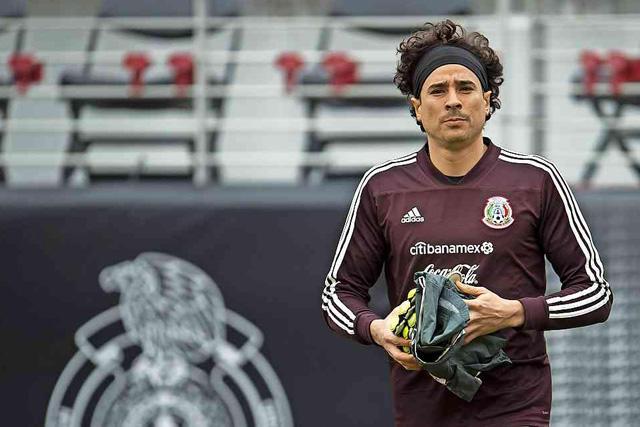 Guillermo Ochoa es una de las opciones para llegar al Betis