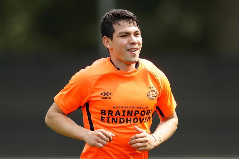 Hirving Lozano durante un entrenamiento del PSV