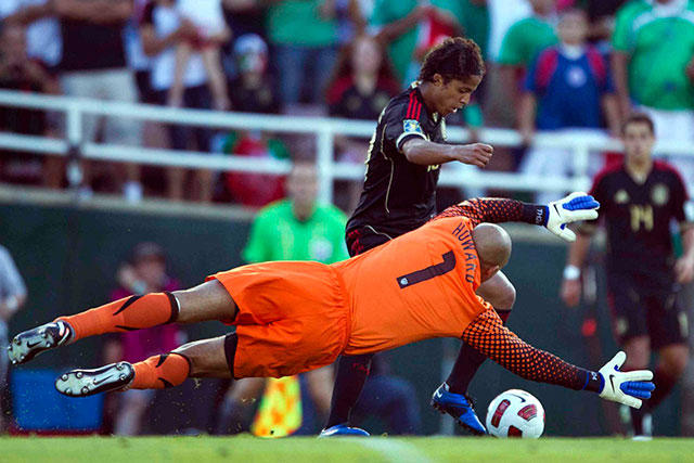 Giovani Dos Santos vs Tim Howard