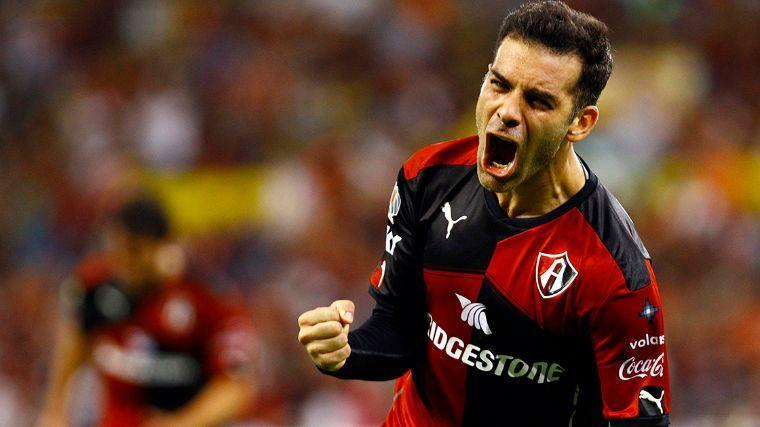 Marquez celebra un gol con la camiseta de Atlas