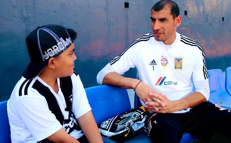Nahuel Guzmán y el niño Diego Fernando tuvieron la oportunidad de convivir abiertamente