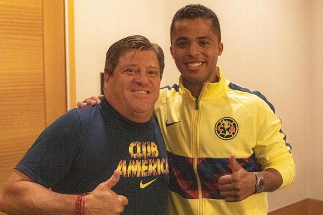 Miguel Herrera y Giovani dos Santos
