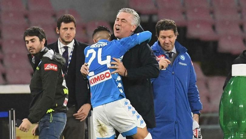 Carlo Ancelotti troleo a Insigne