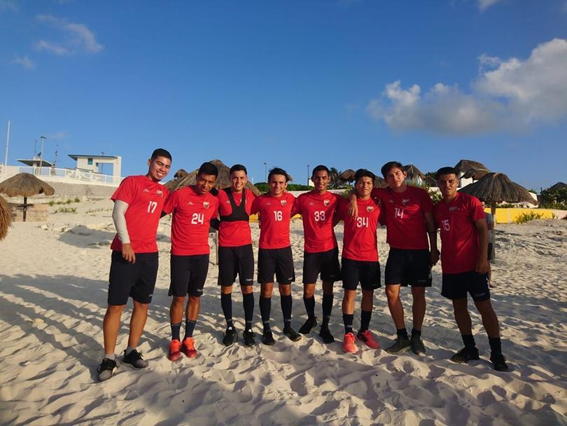 Los jugadores se unieron a la causa limpiando Playa Delfines