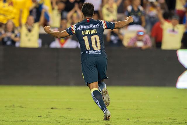 Giovani dos Santos celebra el gol que le da el pase al América