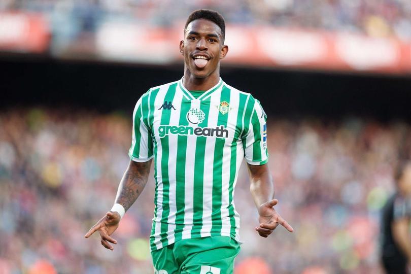 Junior Firpo está en la agenda del Barcelona