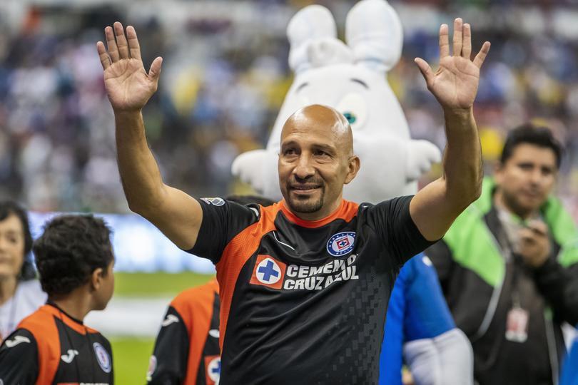 Óscar Pérez en su despedida con Cruz Azul