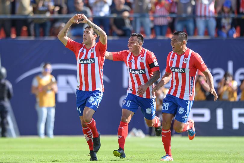Matías Catalán festeja gol con San Luis