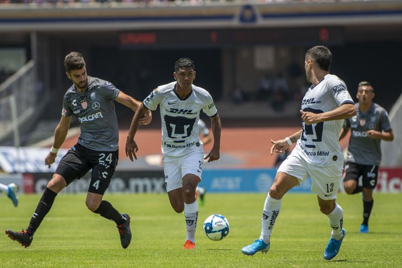 Jeison Angulo en el Pumas vs Necaxa