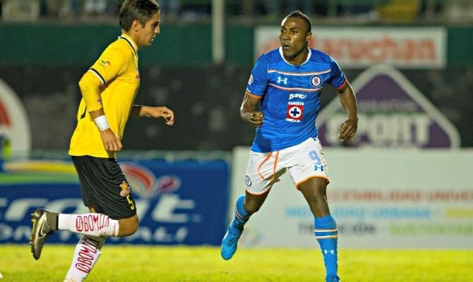 Joffre en acción en un partido de Copa MX