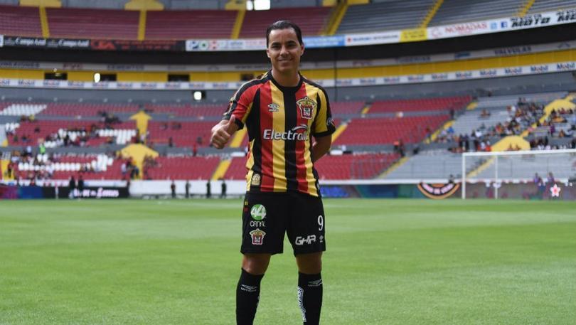 Omar Bravo regreso del retiro para enrolarse con Leones Negros