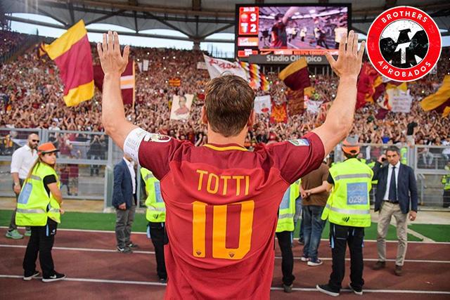 Totti celebró con toda la afición