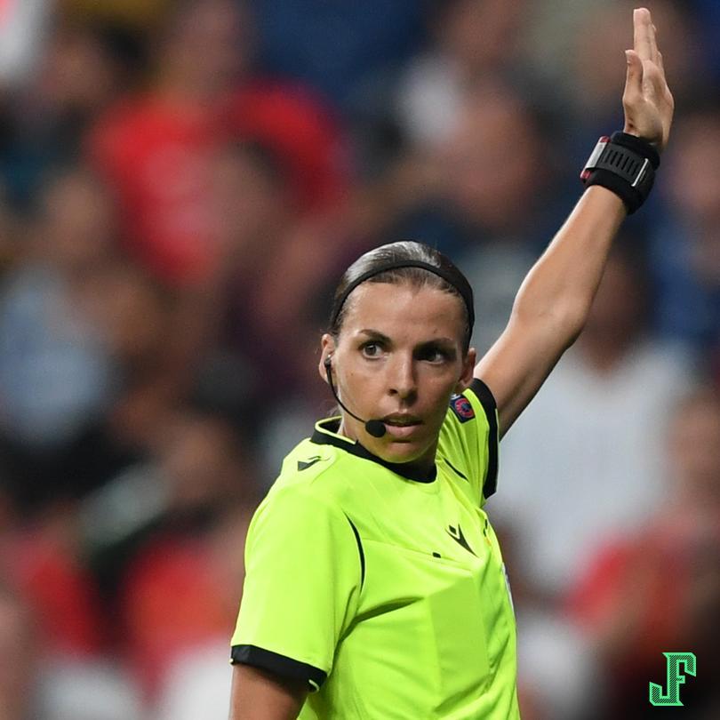 Stephanie Frappart es la primera mujer en ser la silbante principal en una final de UEFA ¡Ha hecho un trabajo fenomenal!