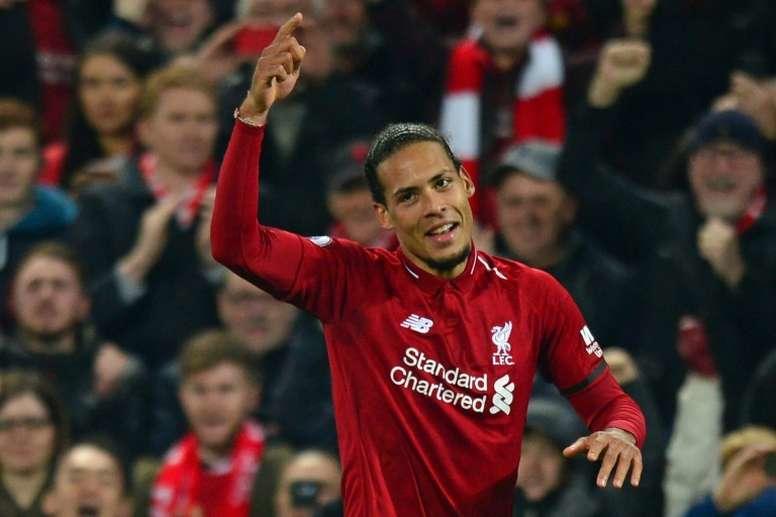 Van Dijk con el jersey del Liverpool