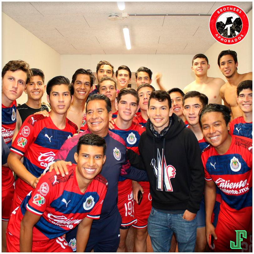 Hirving Lozano visitó al equipo Sub-19 de Chivas