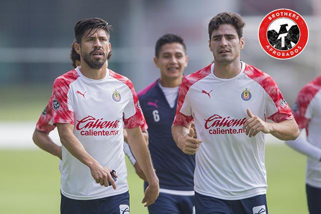 Oribe Peralta y Antonio Briseño le hicieron la novatada a los jugadores de Chivas