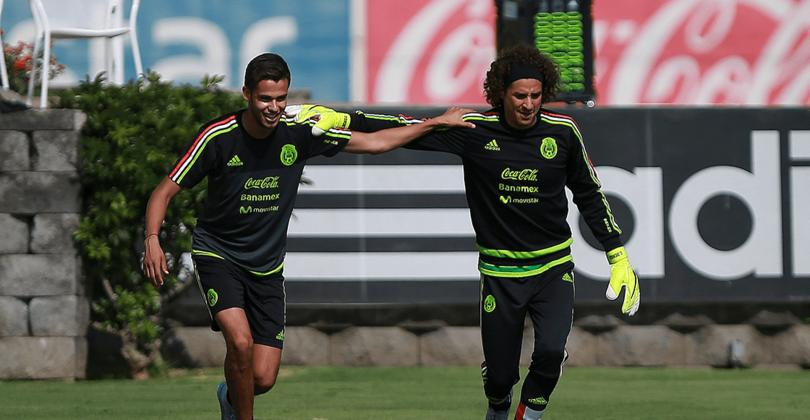Diego Reyes y Guillermo Ochoa