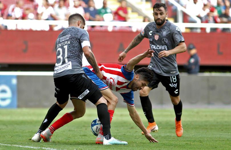 Necaxa derrotó a Chivas