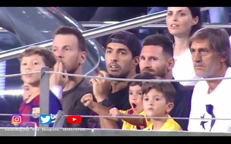 Mateo Messi festejando ayer durante el Barça vs Betis en el Camp Nou