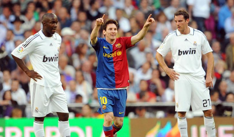 Messi celebra uno de los goles en el clásico del 2009