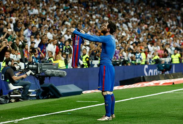 Messi celebra en el clásico