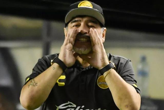 Diego Maradona podría regresar a los banquillos